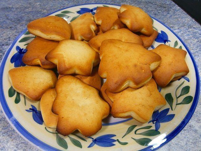 Galletas de mantequilla caseras con formas navideñas