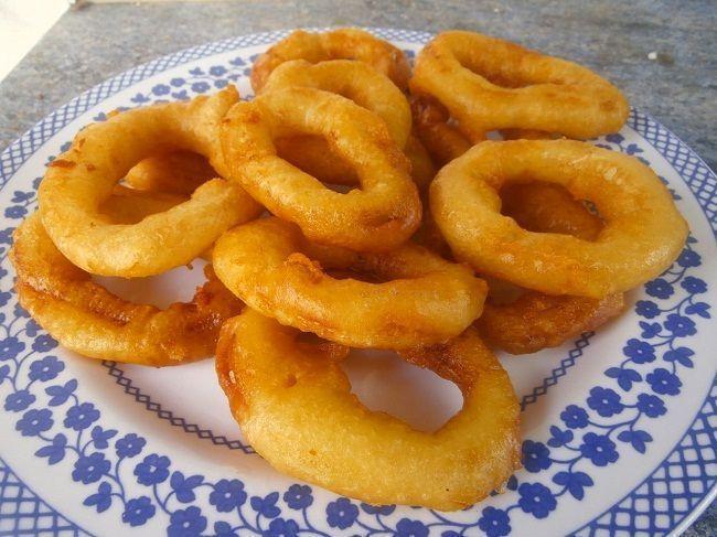 Rabas de calamar o calamares a la romana. Una de las tapas más frecuentes en los bares españoles