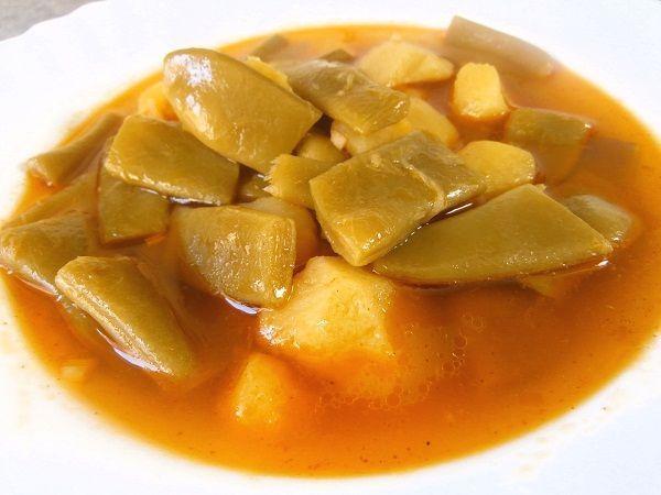 Las alubias verdes con patatas es una de las recetas saludable y vegerarianas más típicas que se puedan hacer. Además, son muy fáciles de hacer y tienen pocos ingredientes y muy baratos