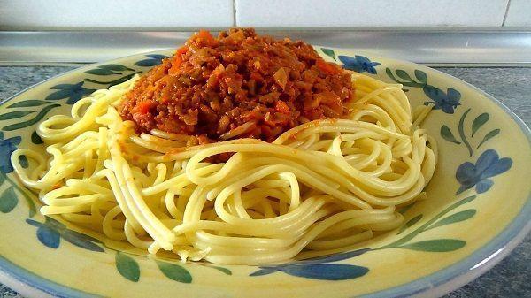 Espaguetis a la bolo esa italiana cocina facil for Comidas caseras faciles