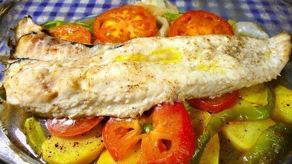 Merluza al horno con verduras cocina casera y facil - Merluza rellena de marisco al horno ...