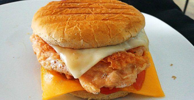 Hamburguesa de pollo casera. Una receta mucho mejor que las preparadas en los restaurantes de comida rápida