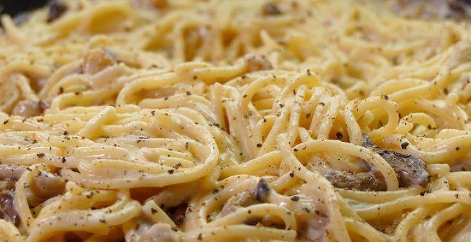 espaguetis con setas y nata. Una receta bien simple y fácil de hacer