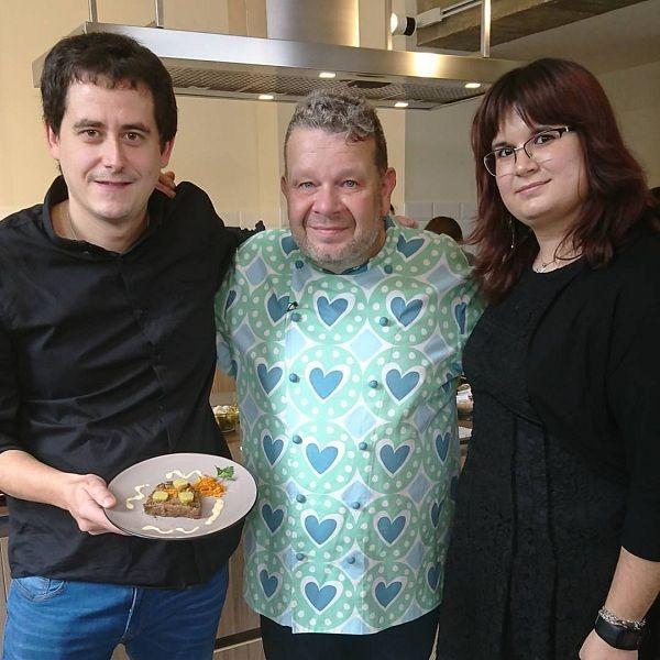 Gorka Barredo con Alberto Alberto Chicote en el espacio cocinea de Madrid. Que Viva la Cocina