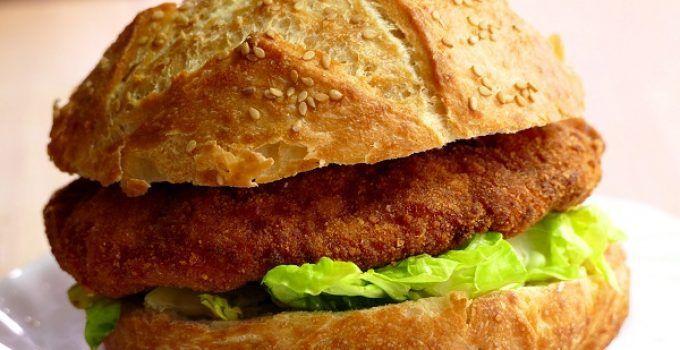 hamburguesa de pollo estilo nugget. Una forma de hacer hamburguesa de pollo como si fuese una nugget. Deliciosa