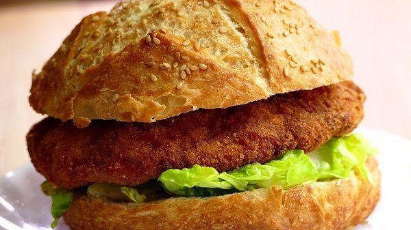 hamburguesa de pollo estilo nugget