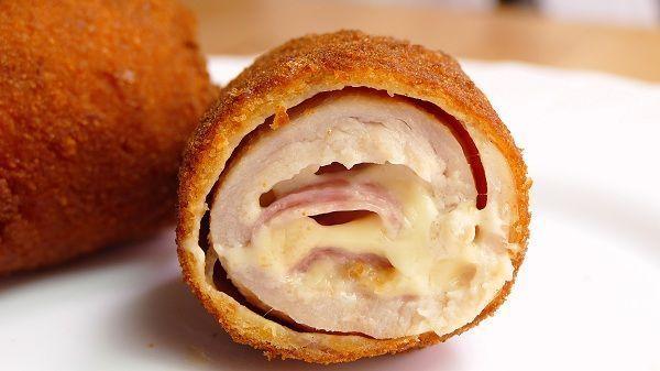 El cordon bleu de pollo es una receta que consiste en una pechuga enrollada, empanada y rellena de jamon y queso ¡Delicioso!