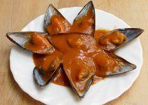 Mejillones con tomate. El tomate que vamos a utilizar, es casera. Una especie de tomate frito casero, hecho a base de algunas verduras y con el jugo de los mejillones ¡Delicioso!