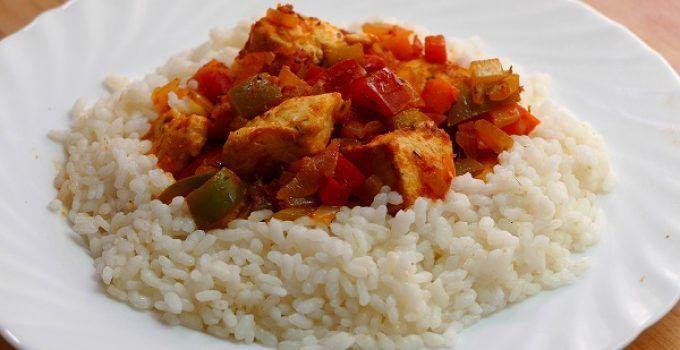 Arroz blanco con pollo y verduras. Una receta facil y saludable de hacer.