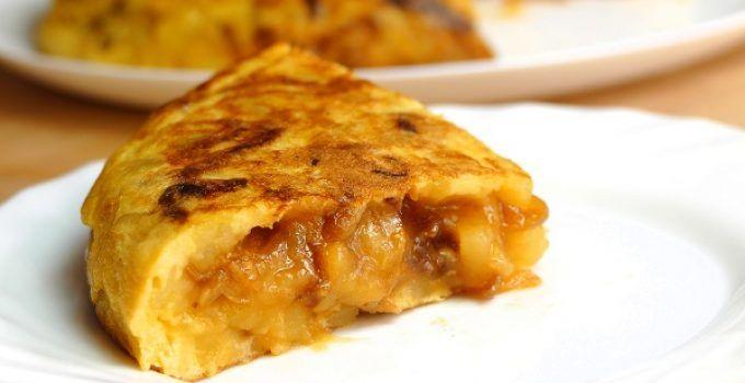 tortilla de patata con cebolla caramelizada. Una forma diferente de preparar la receta de la clásica tortilla de patatas