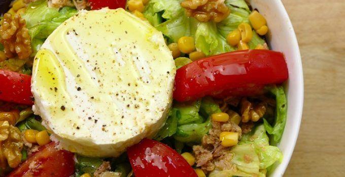 Ensalada de queso de cabra y nueces. Receta deliciosa que contrasta la cremosidad del queso, con el crujiente de las nueces