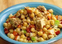 ensalada de garbanzos. Una receta más para preparar una refrescante ensalada, que vaya más allá de la típica ensalada de lechuga y cebolla