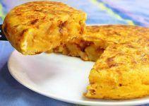 tortilla de patata rellena de queso de cabra y cebolla caramelizada
