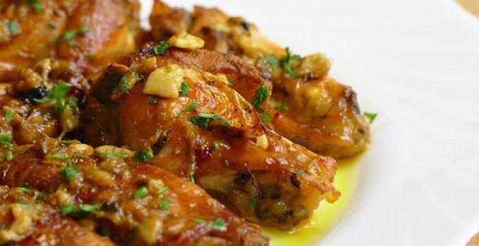Alitas de pollo al horno al ajillo. La típica receta de pollo al ajillo, en versión horno