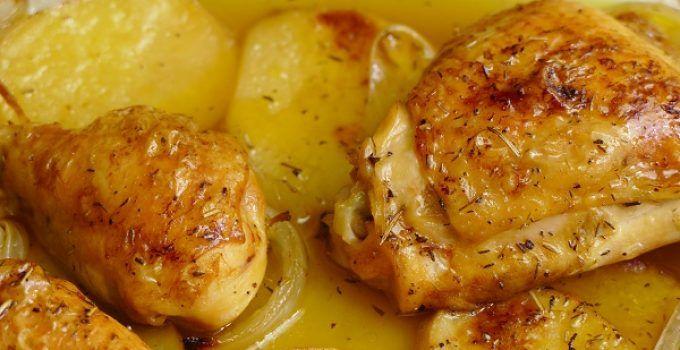 Muslos de pollo al horno con verduras y patatas. Receta muy nutritiva y completa. Y muy fácil de hacer