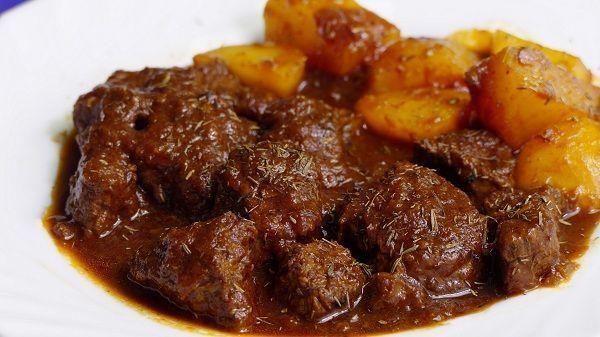 guiso de ternera en salsa con patatas