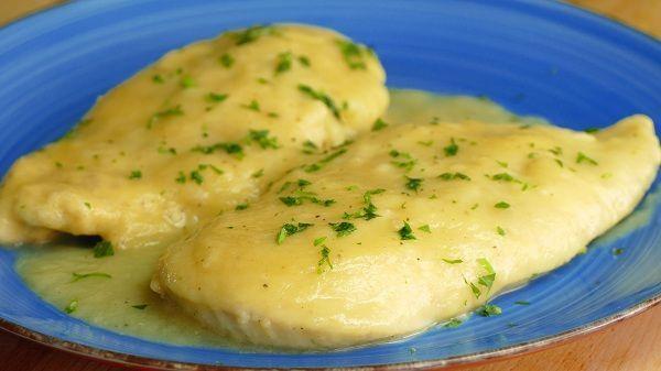 Pechugas de pollo en salsa de cebolla
