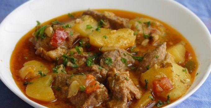 Caldereta de cordero con patatas. Receta facil y deliciosa