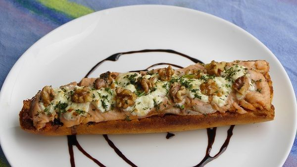 tosta de salmon ahumado y queso