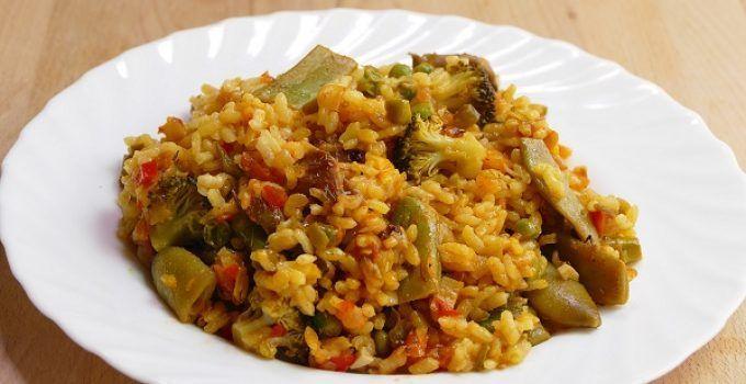 """Arroz viudo con verduras. El arroz """"viudo"""" recibe este nombre a que no tiene nada de carne."""