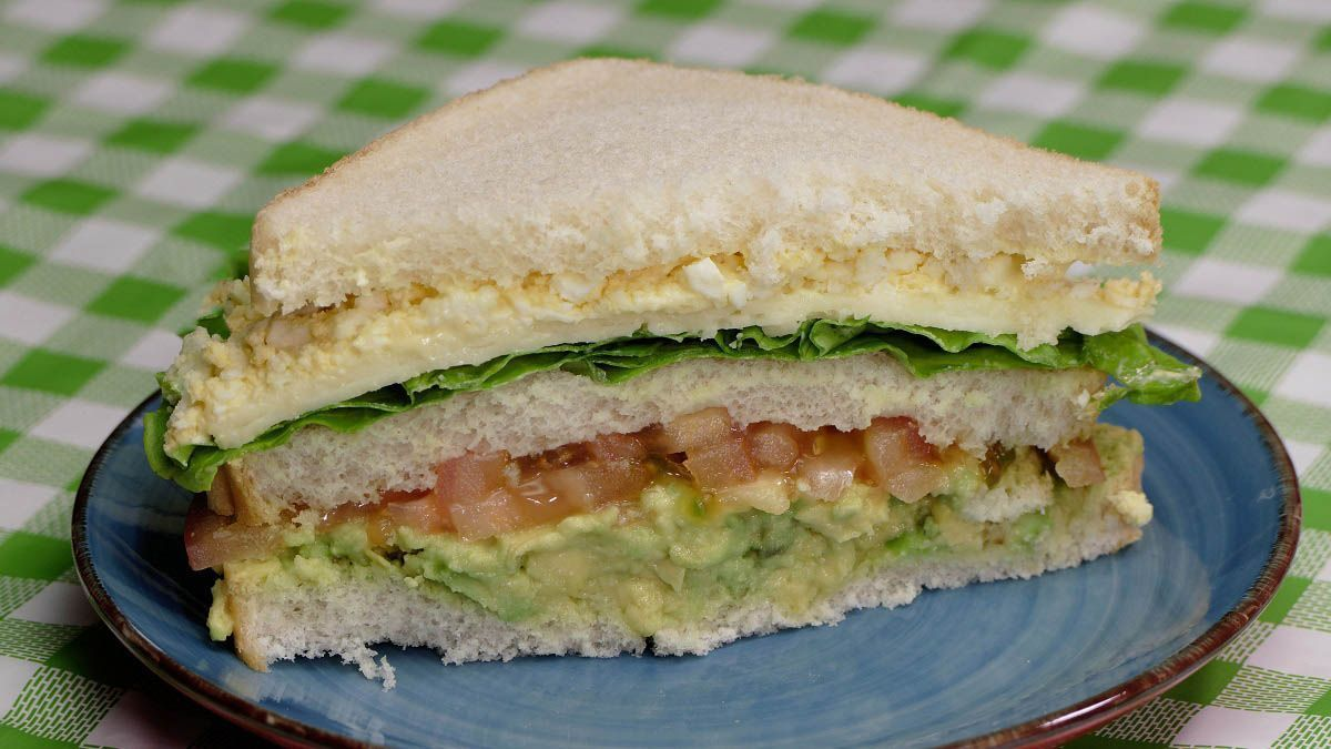 Sandwich Vegetal Con Aguacate